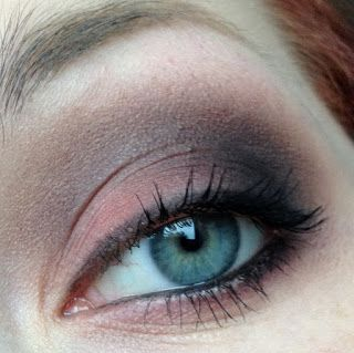 Grudgy coral eye make-up look for blue eyes.