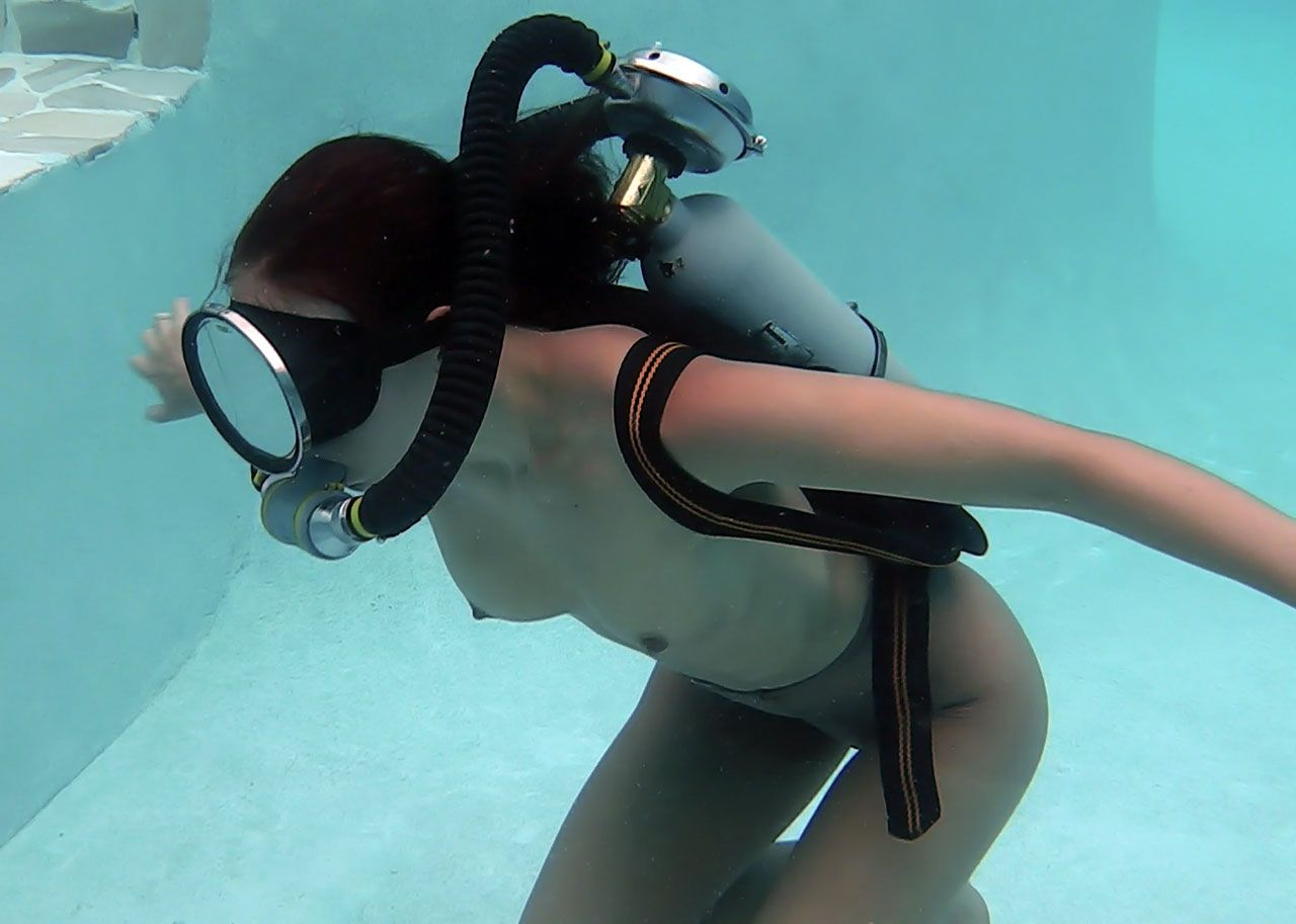 internet-video-gratuitous-video-of-sexy-scuba-divers-pussy-fucking