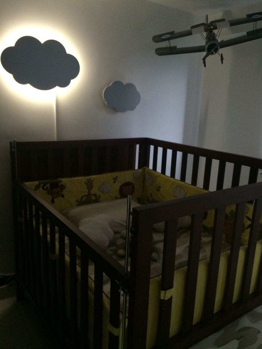 Habitación niño, decoración habitación bebé, nube, nube iluminada, avión, cama cuna, cama corral, lencería safari   Child's room, baby room decor, cloud, cloud illuminated plane, cot, playpen bed linen safari