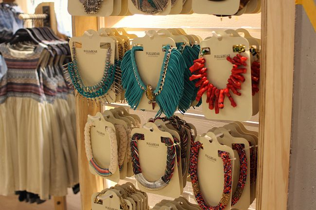Hot news: Pull and Bear nu ook in Amsterdam! #pullherewegoamsterdam #fashion #preopening #preparty #trending #trendy #bloggers #celebs #spotnshop #statement #necklaces #festival #look