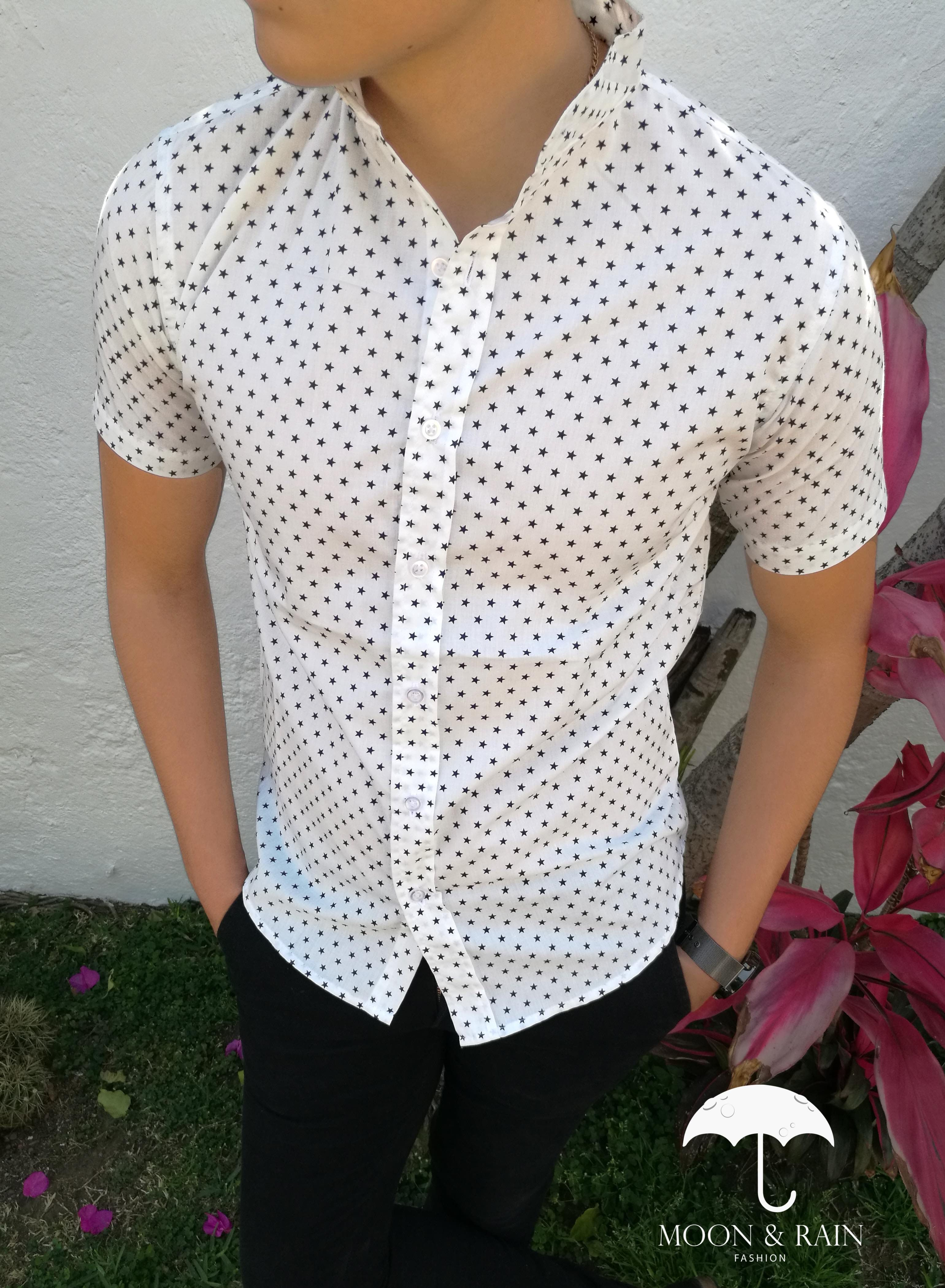 fe3b326690 Camisa blanca estampada manga corta para hombre exclusiva de la marca Moon    Rain en México.