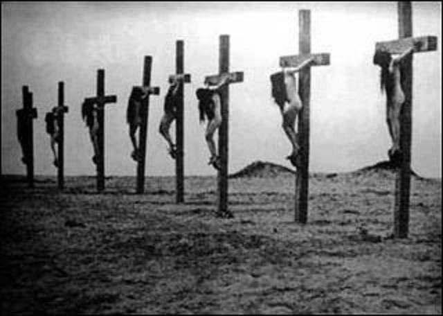 24.04.1915 in der Wüste vom Alzor-Kloster in Syrien Aus dem Archiv des Vatikans: Armenische Mütter ganz nackt kreuzigen!