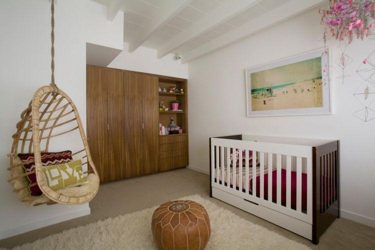 Babyzimmer Nussbaum ~ Babyzimmer geschlechtsneutral modern nussbaum schrank hangesessel