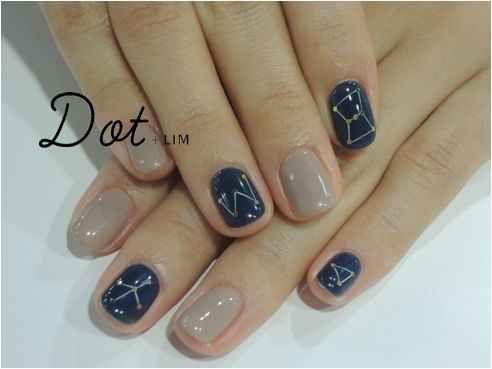 Prueba diseños simples sobre colores básicos.   25 llamativos y minimalistas diseños de arte para las uñas