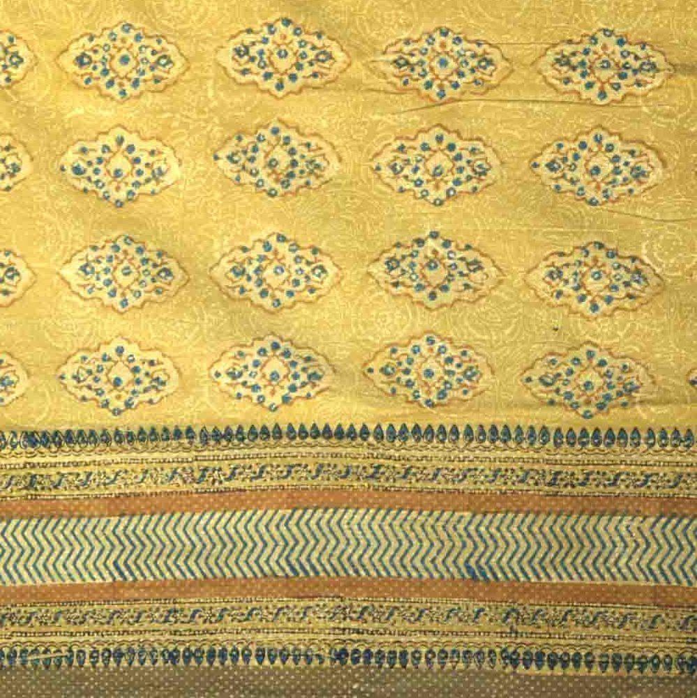 This Gorgeous Rectangular Tablecloth Highlights An