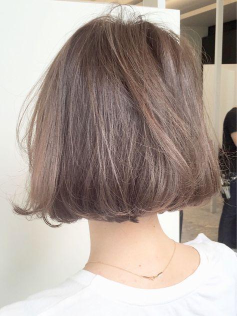 10トーン プラチナアッシュ ヘアスタイル ボブパーマ 髪 色