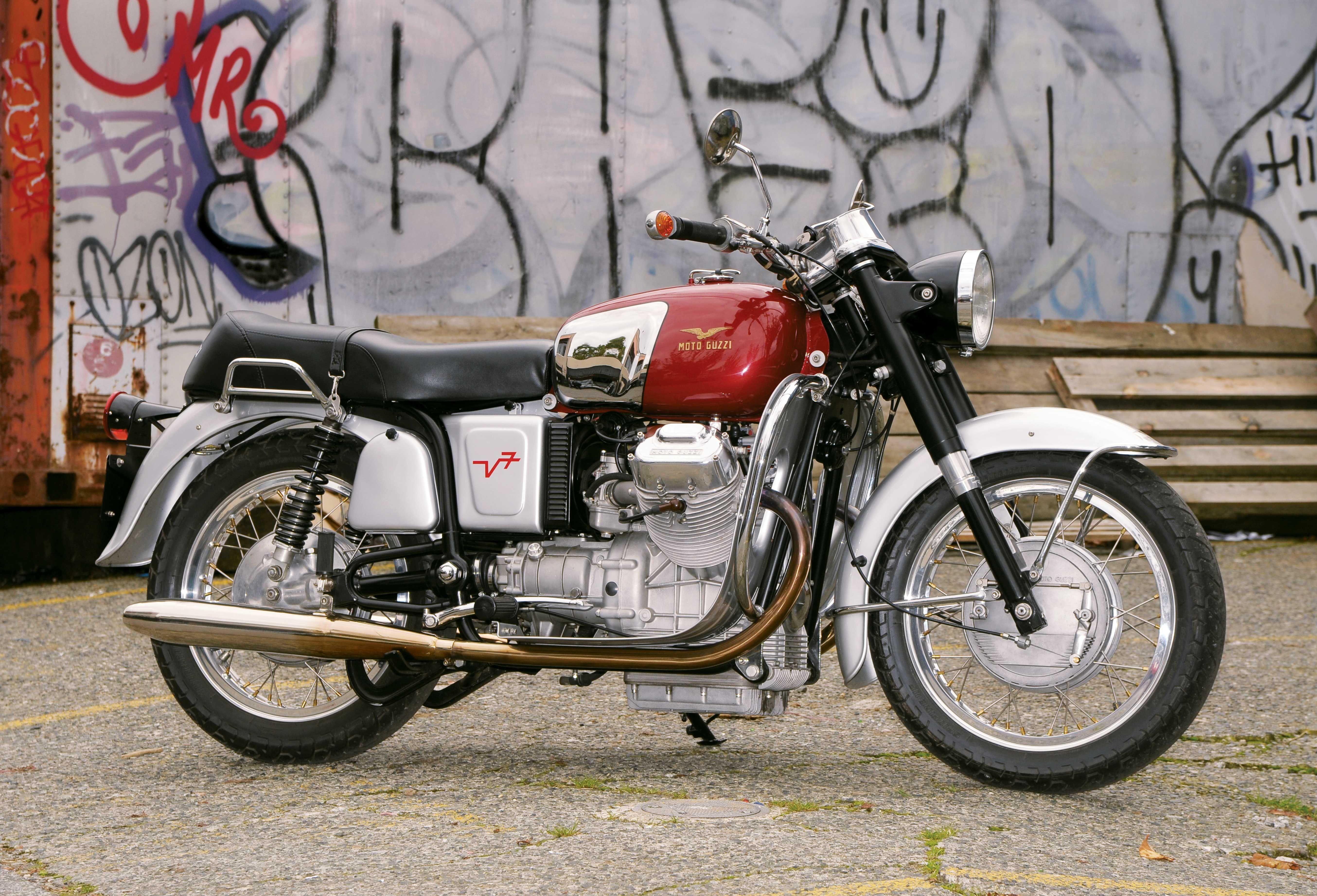 past perfect moto guzzi v700 special classic italian. Black Bedroom Furniture Sets. Home Design Ideas