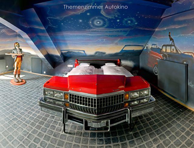 Hotel tem quartos temáticos com carros transformados em camas