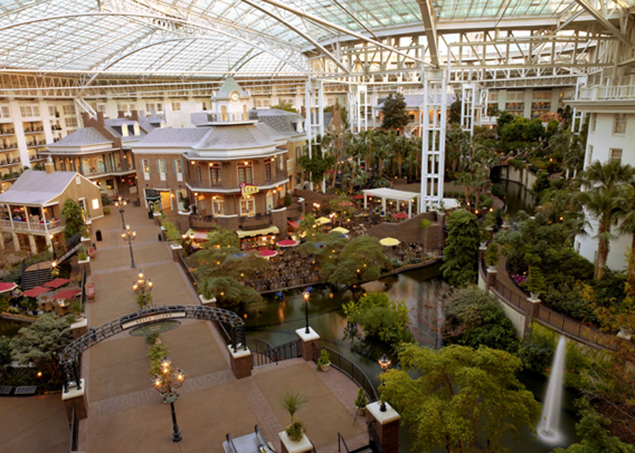 Lord Opryland Hotel Nashville Tennesee Indoor Atrium Filled With S Bars Restraunts And