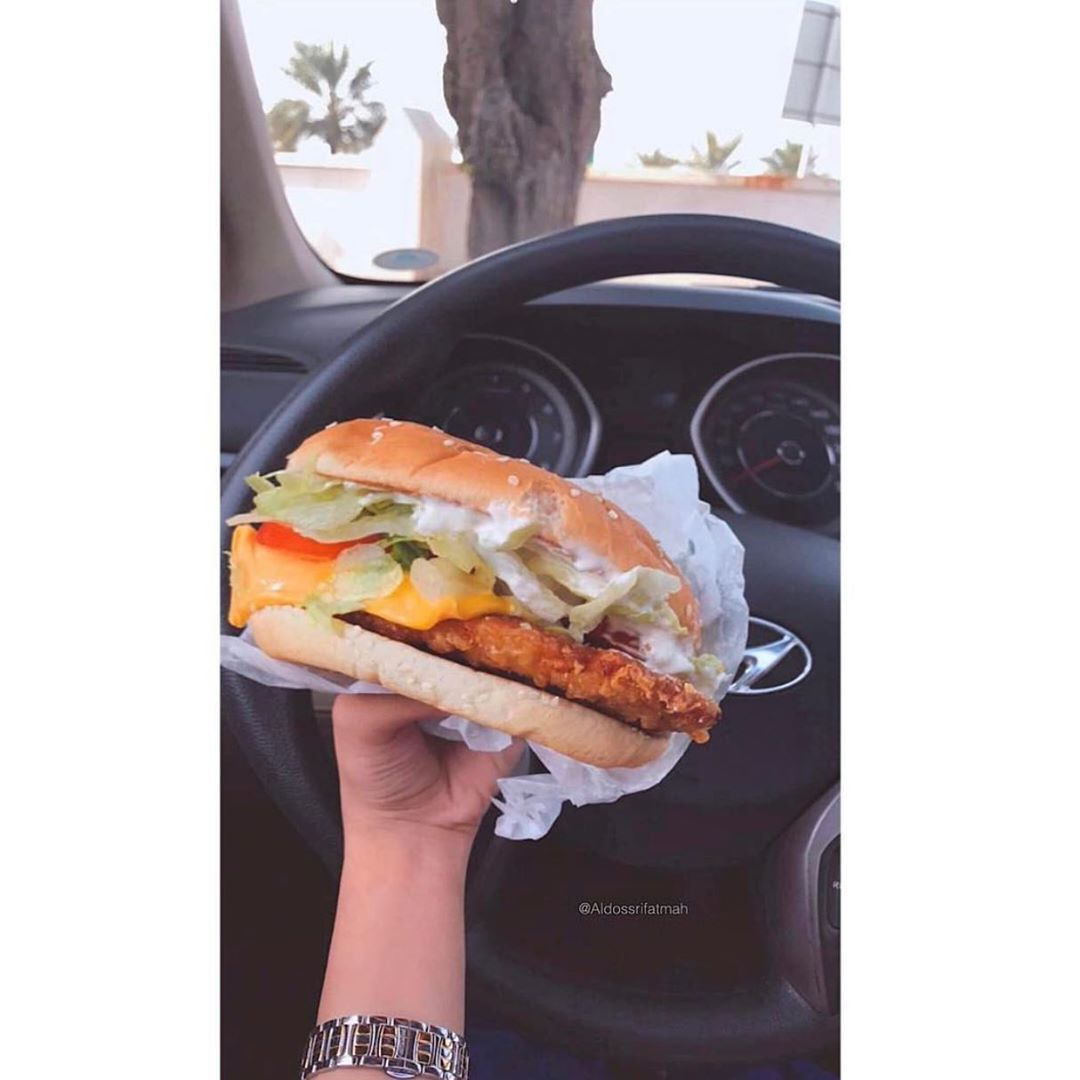 ايش فطوركم اليوم Jasmis Bahrain Uae Ksa Kuwait Qatar Oman Dubai Dxb Gcc Food Burger Fries Tasty Delicious Ama Hot Dog Buns Food Dog Bun
