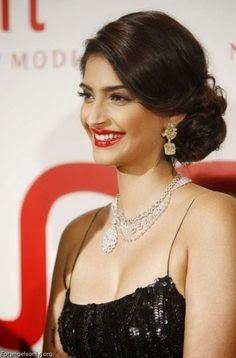 Sonam Kapoor S Glamorous Hairstyle Indian Bridal Hairstyles Hair Styles Indian Hairstyles