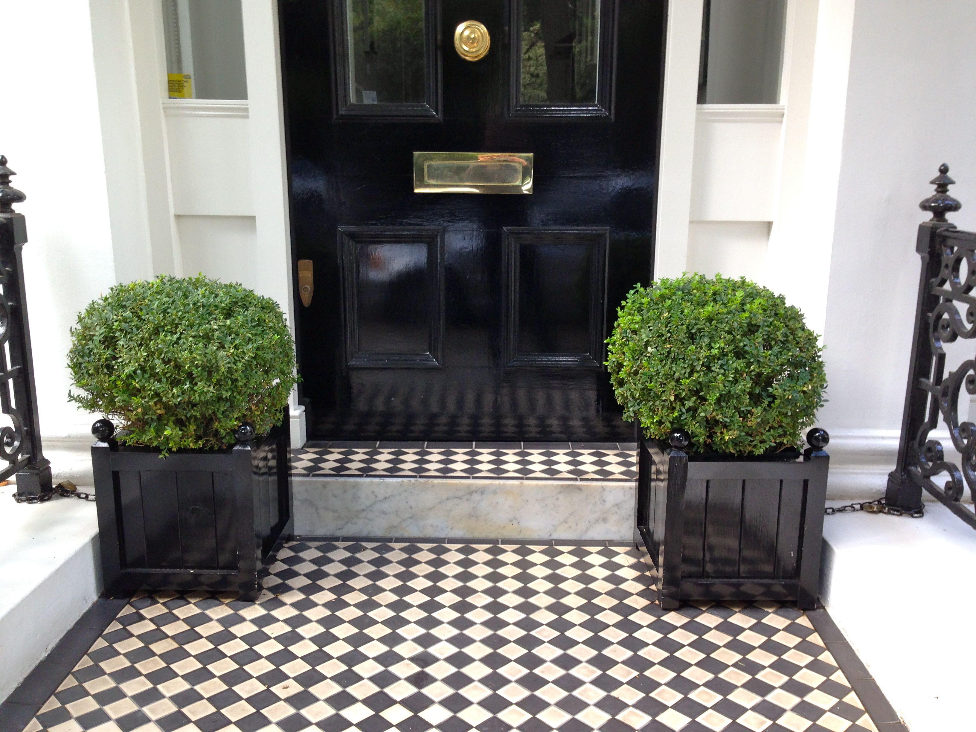London Townhouse Exterior Black And White Tile Google Search Outdoor Entryway Entryway Tile Exterior Tiles