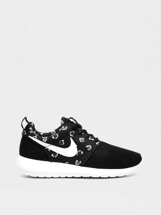 nike roshe run zwart wit dames