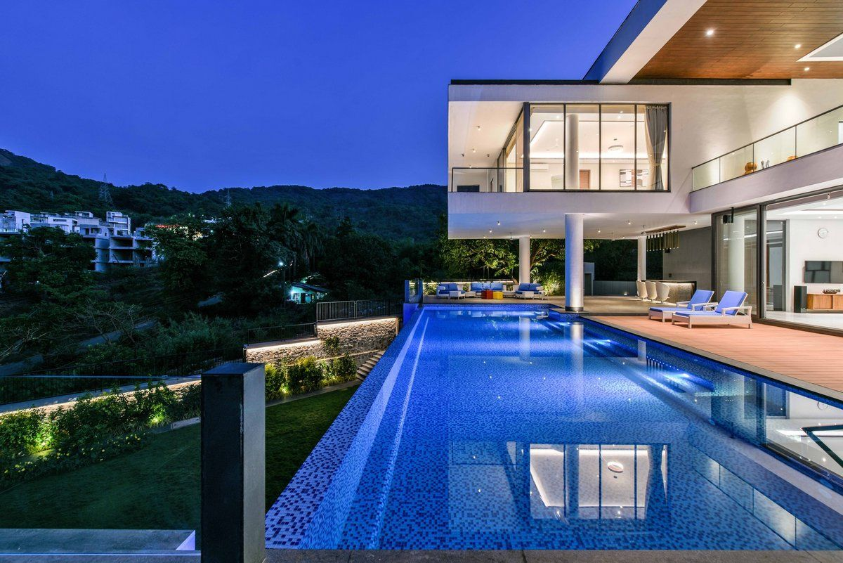 Modern mansion in India Farmhouse design