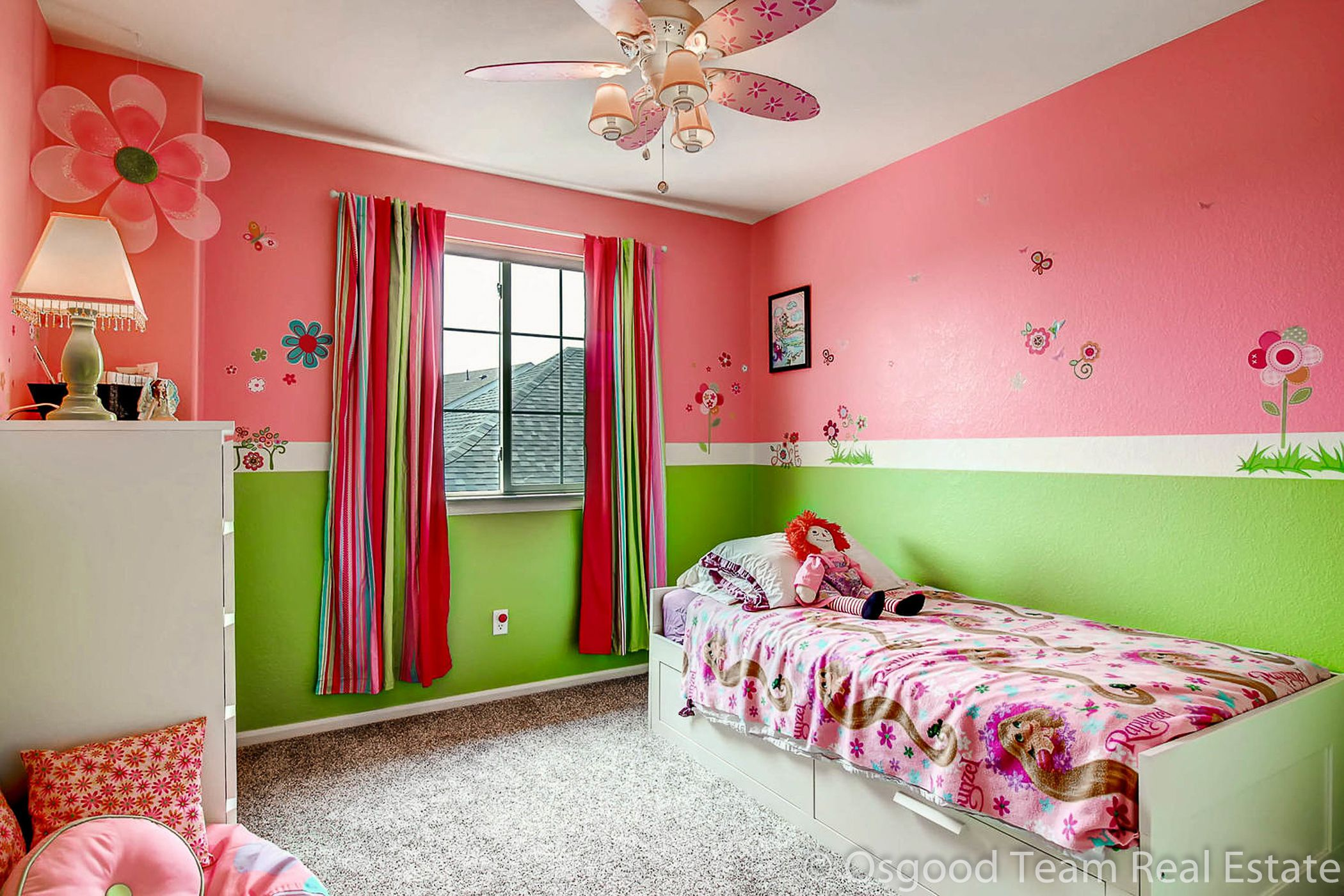 Bright and cheery girls bedroom. Pink/green combo with white ...