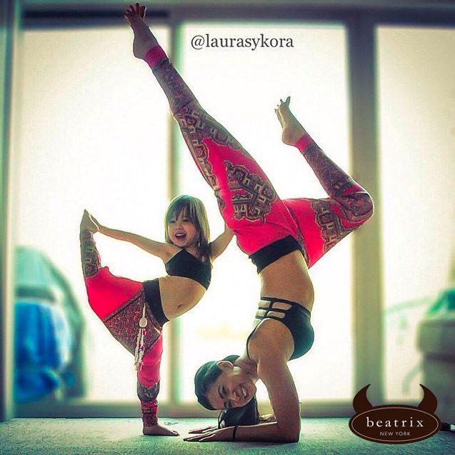 Conheça a rotina de Laura Karperzak, mãe de 2 filhos e instrutora de ioga de Nova Jersey (EUA). Confiram: http://tinyurl.com/paureb7