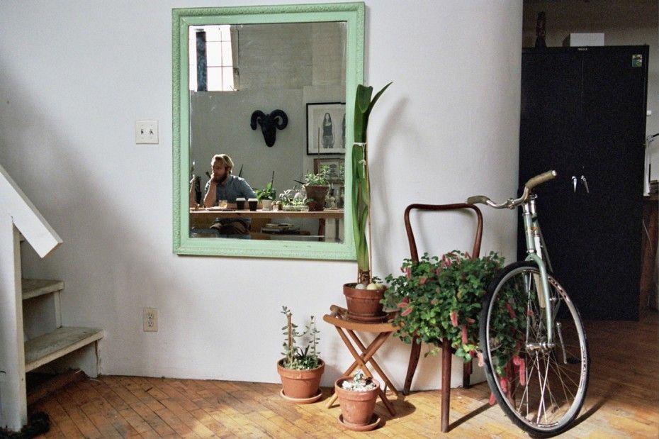 bicicleta, espelhos e  palntas em cadeias e banquetas! improviso
