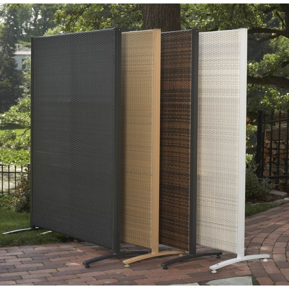 Portable outdoor wicker privacy partition for backyards for Cheap patio privacy ideas