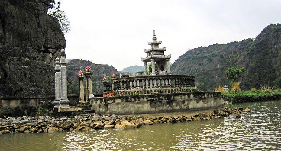 Tam Coc, Ninh Binh. #tamcoc #ninhbinh #travel #tourist #river #wander