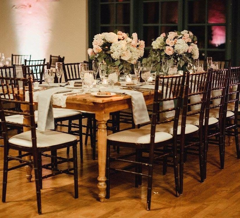 Our Carmela Farm Table Mahogany Chiavari Chairs Are The Perfect Mix Of Light Dark Wood Mivintage Vintagerentalsmiami Chiavari Chairs Chiavari Dark Wood