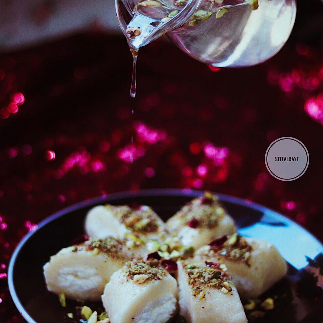 حلاوة بالجبن من أطيب الحلويات السورية الباردة نحتاج إلى كوب سميد ناعم ثلاثة أرباع كوب ماء ثلث كوب سكر قليل من الماء زهر 150 جرام Arabic Sweets Food Cheese