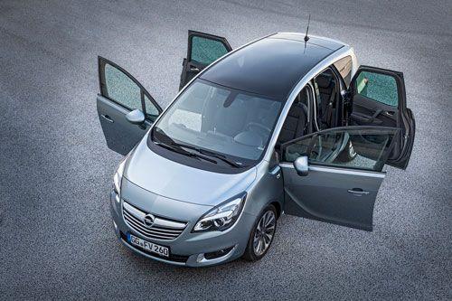 Nuevos motores y sistema IntelliLink en el actualizado Opel Meriva. La actualización del Opel Meriva comprende, además de un 'restyling' estético, nuevos motores de gasolina y turbodiésel, y el sistema de infoentretenimiento IntelliLink. Los precios del coche se anunciarán en noviembre y las primeras uni