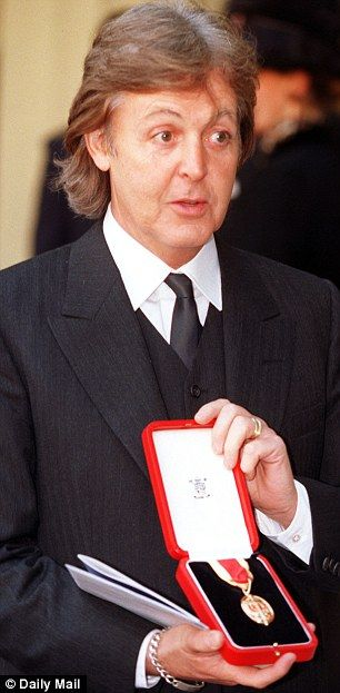 Bildresultat för Paul McCartney gets knighted by the queen