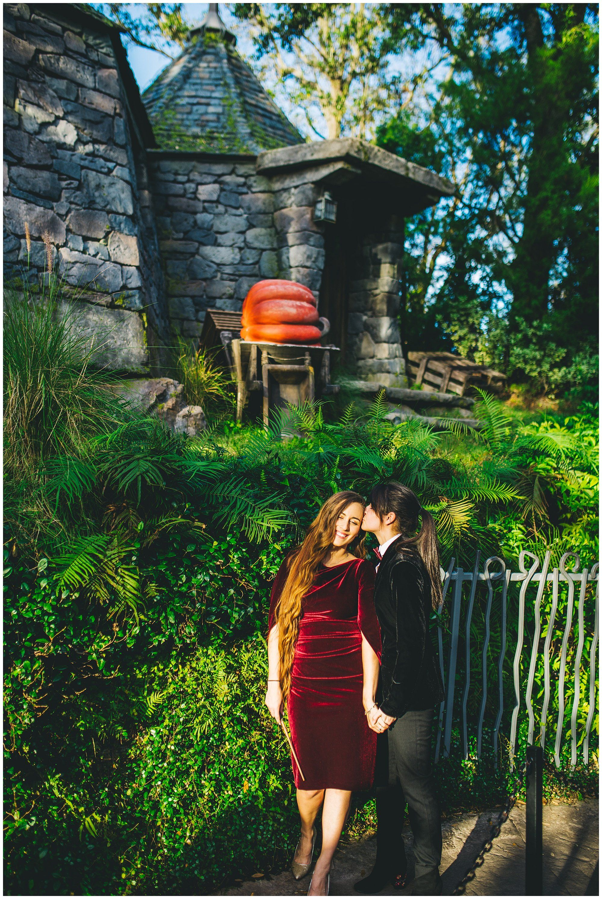 A Magical Wizarding World Of Harry Potter Engagement Shoot Love Inc Mag Harry Potter Engagement Wizarding World Wizarding World Of Harry Potter