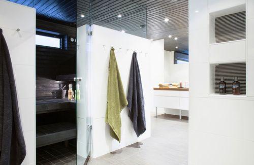 kylppari_valkea_tumma_sauna.jpg 500×325 pikseliä