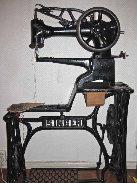 I definitely want one of these SINGER 29K 2 leather Sewing Machine, just one little problem, they are pretty rare and expensive. If anyone know where to get it for reasonable money in BC, Canada please let me know. Thank you. Hope to find one soon :)