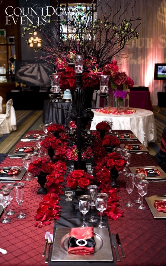 stunning contemporary red and black table setting red weddings wedding decorations red. Black Bedroom Furniture Sets. Home Design Ideas