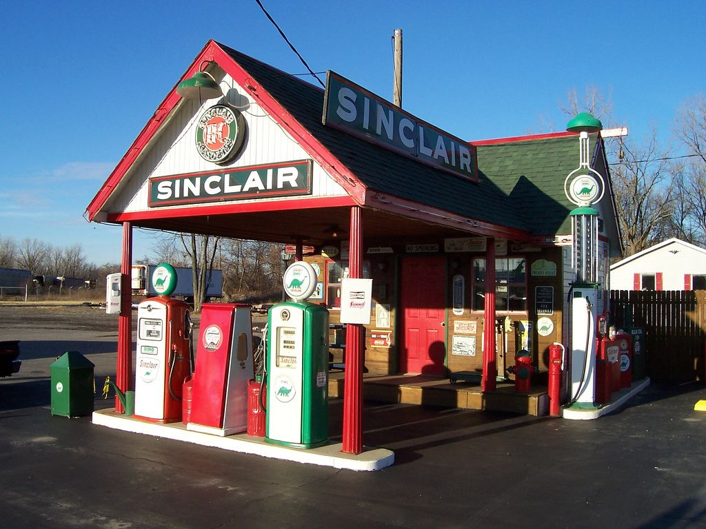 Vintage Sinclair Gas Station | Old gas stations, Gas station, Vintage gas  pumps