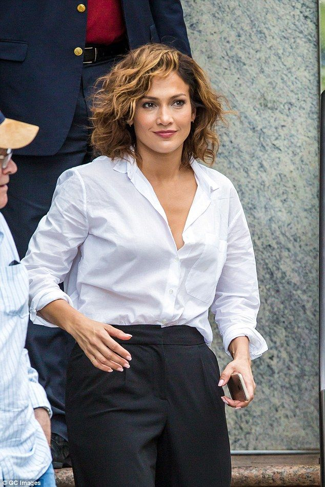 Jennifer Lopez Shows Off New Cropped Hair As She Films