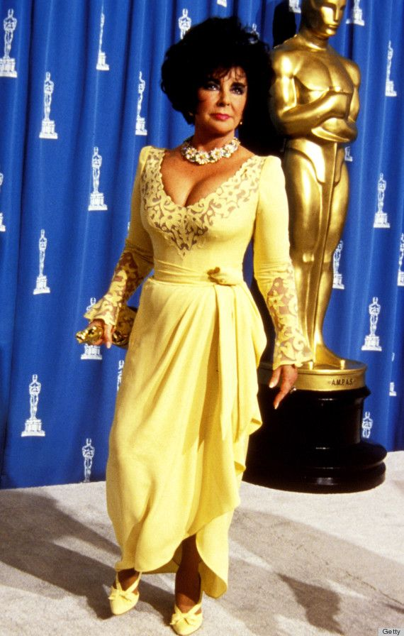 elizabeth taylor yellow | The Most Talked About Oscars Dresses Of All Time (PHOTOS)