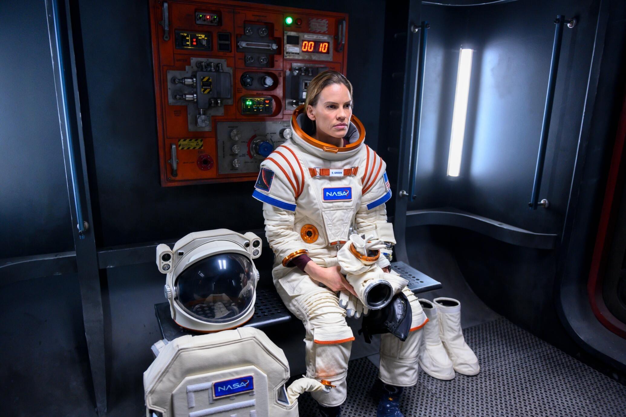 Hilary Swank Leads A Bittersweet Mission To Mars In Netflix S Away Teaser Tv Guide In 2020 Swank Netflix Netflix Releases
