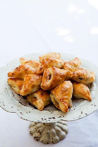 Puff pastry mini-turnovers with a filling of apples, walnuts, Gorgonzola cheese, honey, and thyme.