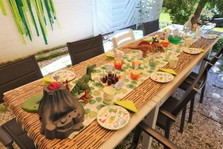 Photo of Kindergeburtstags-Dinosaurierparty mit Dekorationen, Spielen und Kuchen