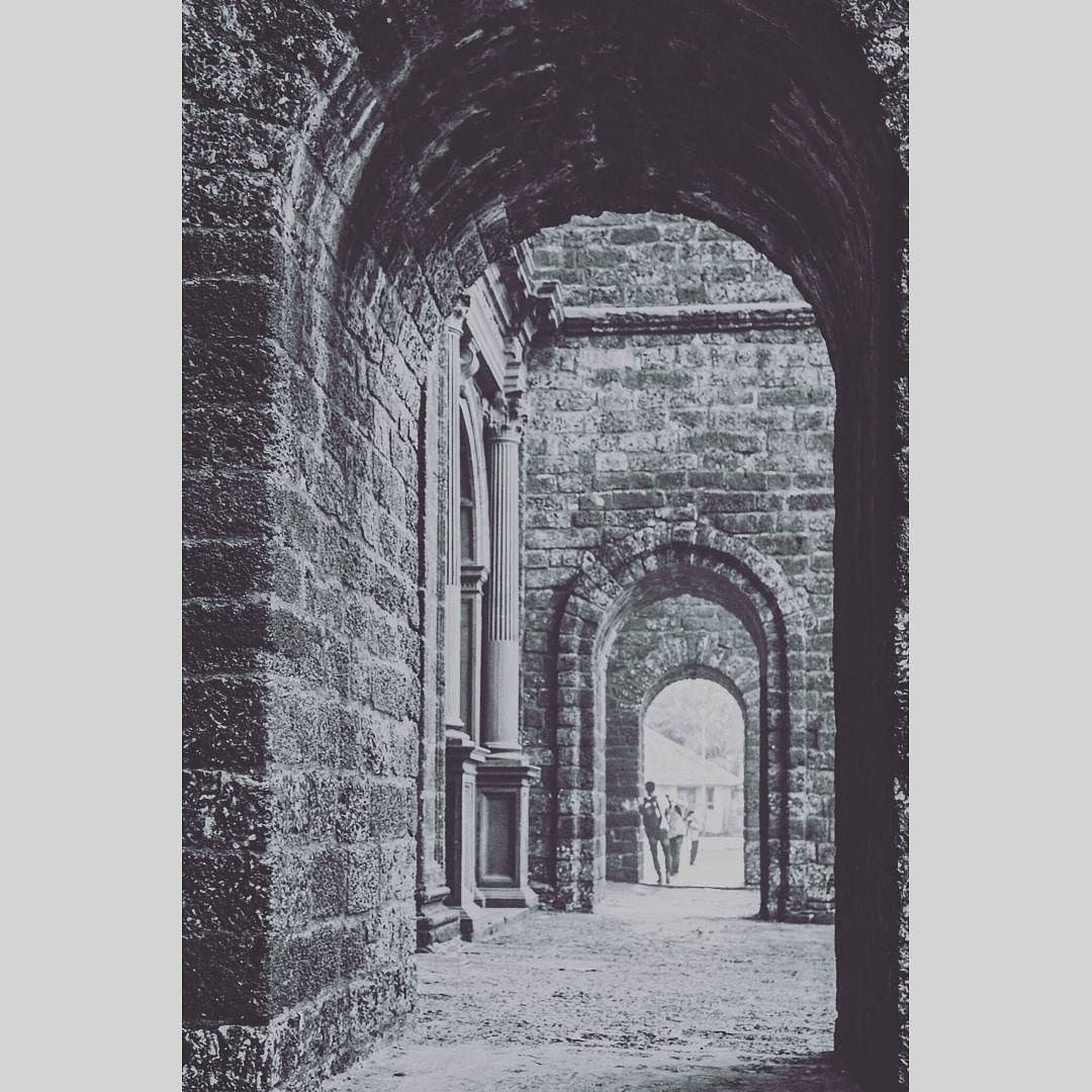 """through the arch""  #_soi #_oye #ips #storiesofindia #lonelyplanetindia #inspiroindia #convexrevolution #india_ig #india_91 #india_gram #indiagramtravel #inspired_traveller #igramming_india #thephotosociety #travel_magazine #traveldudes #traveldeeper #thebest_capture #ourplanetdaily #vsco #vscocam #instalike #instagood #instadaily #picoftheday #natgeotravel #solotraveller #kissfromtheworld #canon700d #architecture"