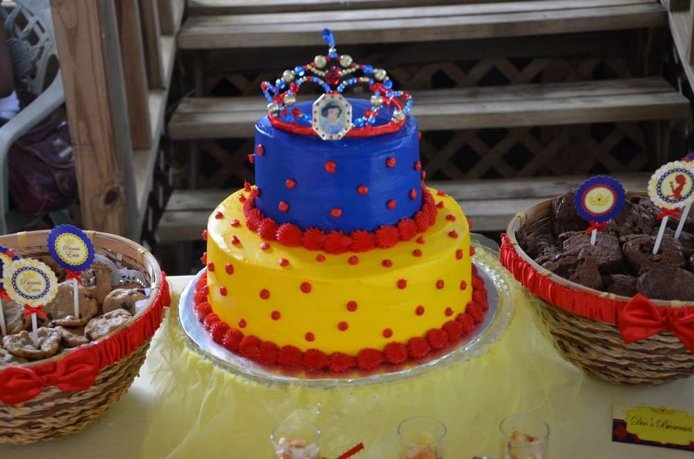 Snow White Birthday Party Ideas   Photo 14 of 35   Catch My Party