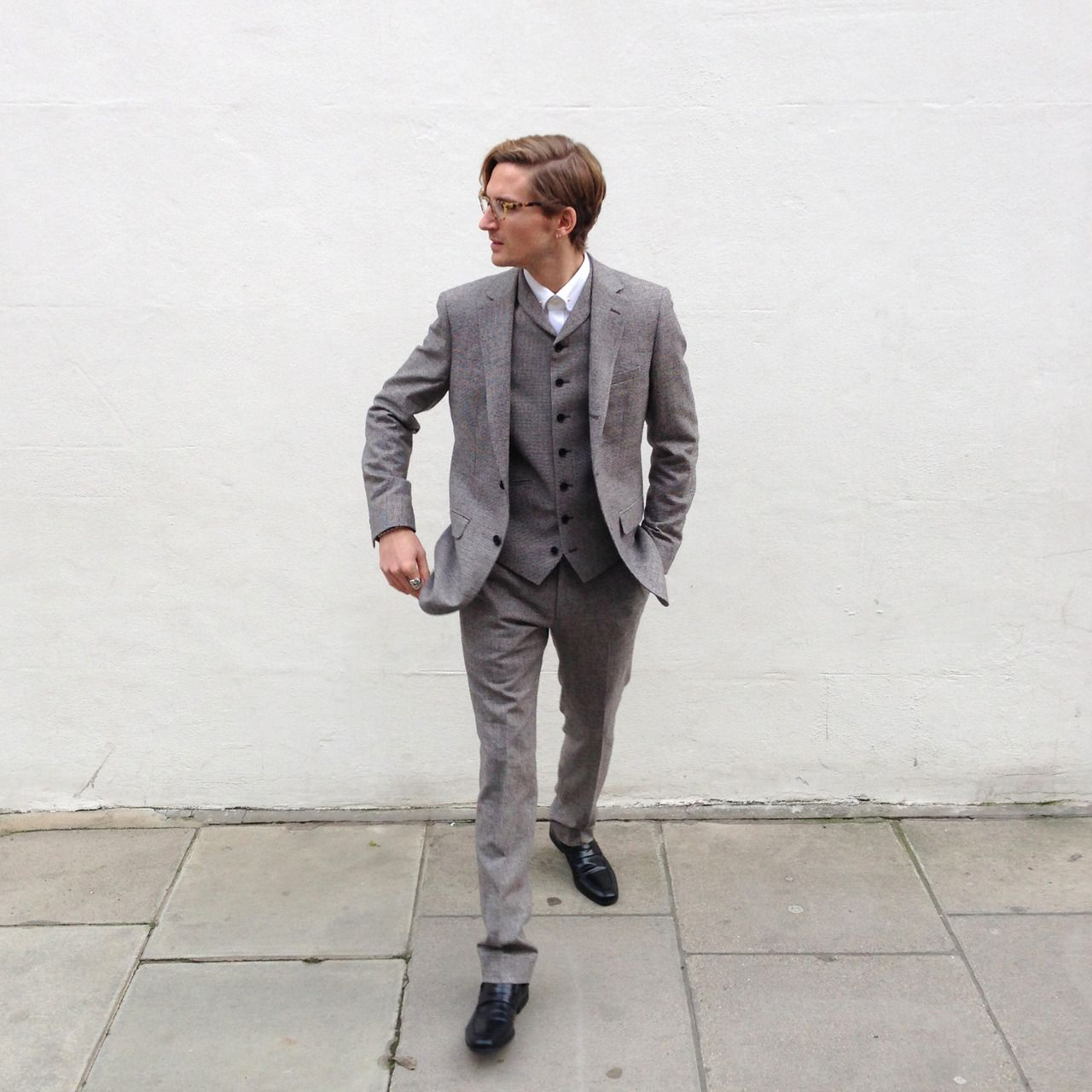 11a85535ae Oliver Proudlock style blog REISS BROADWALK 3 PIECE SUIT REISS BOSTON WHITE  SHIRT REISS BRUNSWICK LOAFERS
