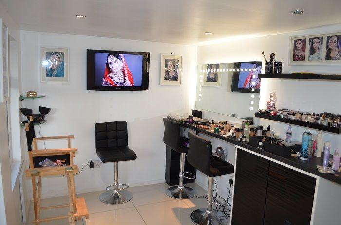 Inside-the-Makeup-Studio.jpg 700×463 pixels | Makeup studio