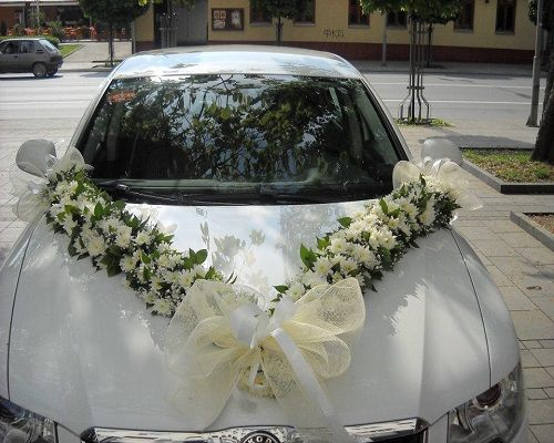 5 Ideas to Decorate Your Wedding Car with Fresh Flowers