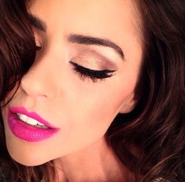 Eyeliner . Pink Lips