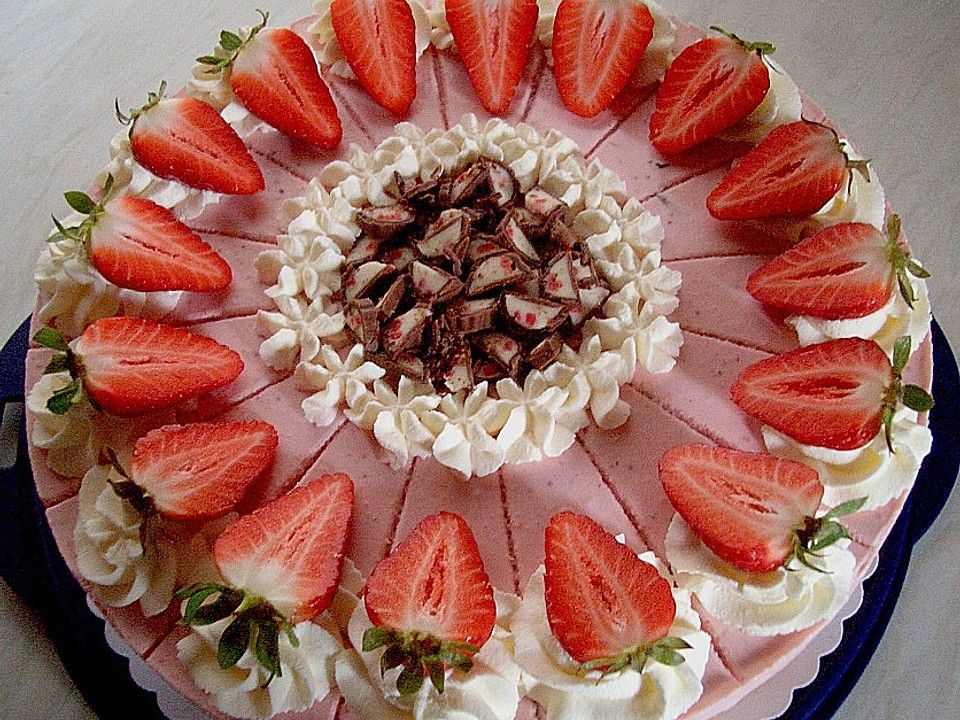 Erdbeer - Yogurette - Torte von ubeckler | Chefkoch