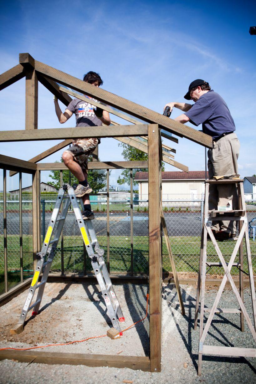 building a greenhouse gardens