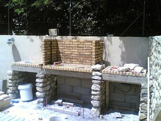 Construction foyer barbecue en briques barbecue for Foyer exterieur en brique