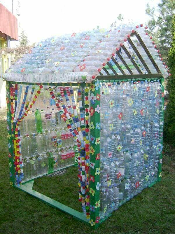 Casa con botellas de pet reciclado pinterest for Casas de plastico para ninos