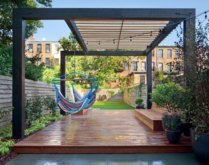 Toll Pergola Als Terrassenüberdachung, Zwei Blaue Schaukel, Eine Lichterkette    Terrassen Beispiele
