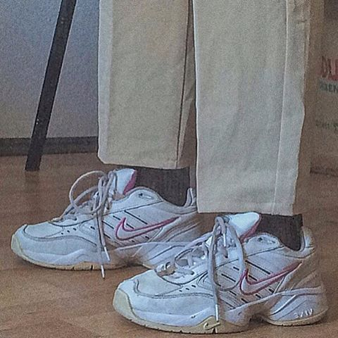 Dad shoes, Sneakers