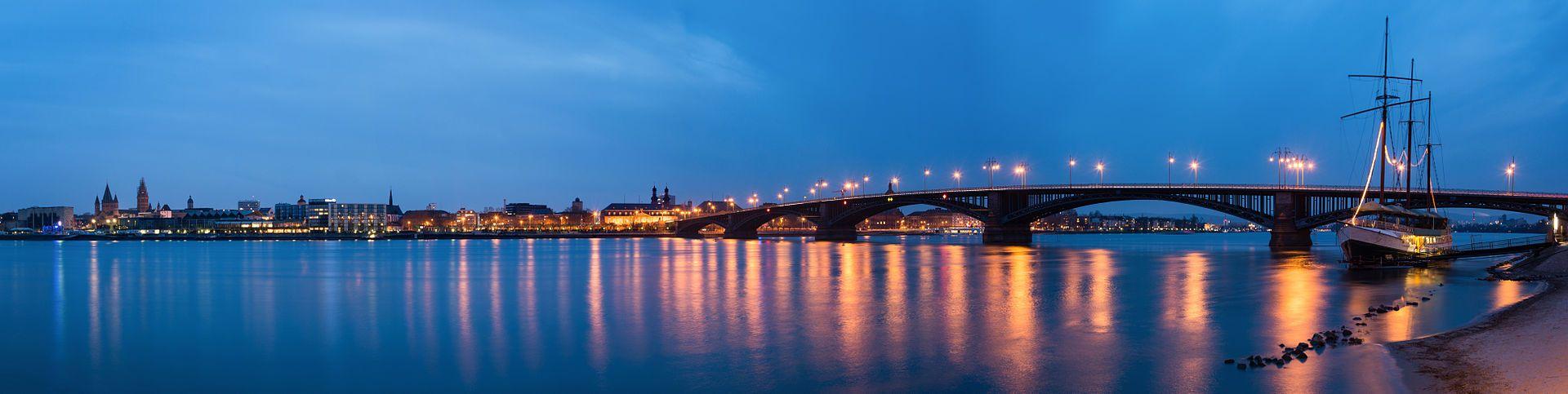 Mainz Theodor Heuss Bruecke Blaue Stunde Mainz Brucke Und Blau